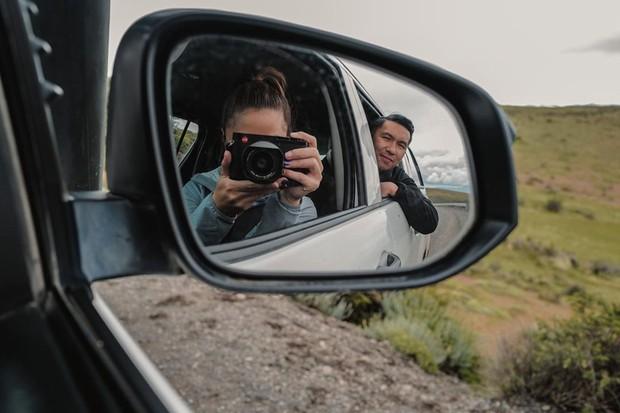 Foto romantis di spion mobil