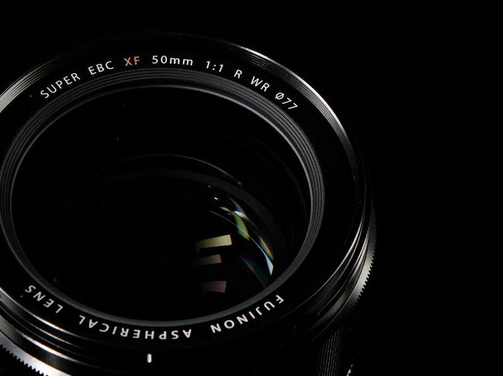 Fujifilm Rilis Lensa f/1.0 untuk Mirrorless