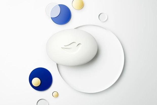 membersihkan wajah dua kali sehari dengan sabun yang lembut seperti Dove Beauty Bar dapat membantu mengatasi jerawat pada remaja