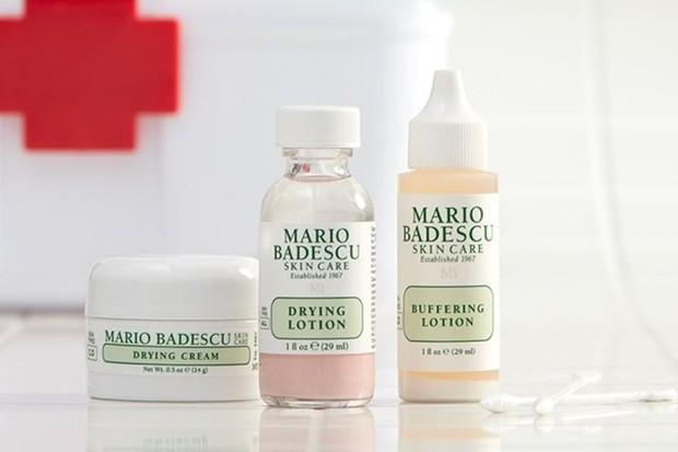 salicylic acid seperti yang terdapat pada produk skincare Mario Badescu Drying Lotion dapat membantu mengatasi jerawat pada remaja