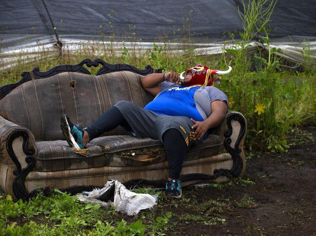 Pegulat Meksiko Bertahan Hidup di Tengah Pandemi