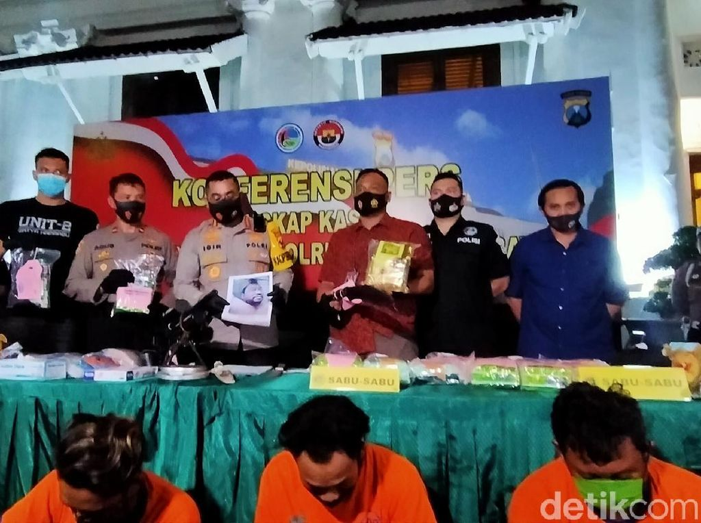 Polisi Surabaya Amankan 17 Kg Sabu dari 8 Tersangka