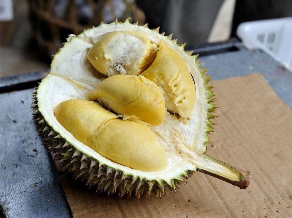 Alasan Durian Halal Dimakan dan Anak Jalanan Dipaksa Makan Cabai