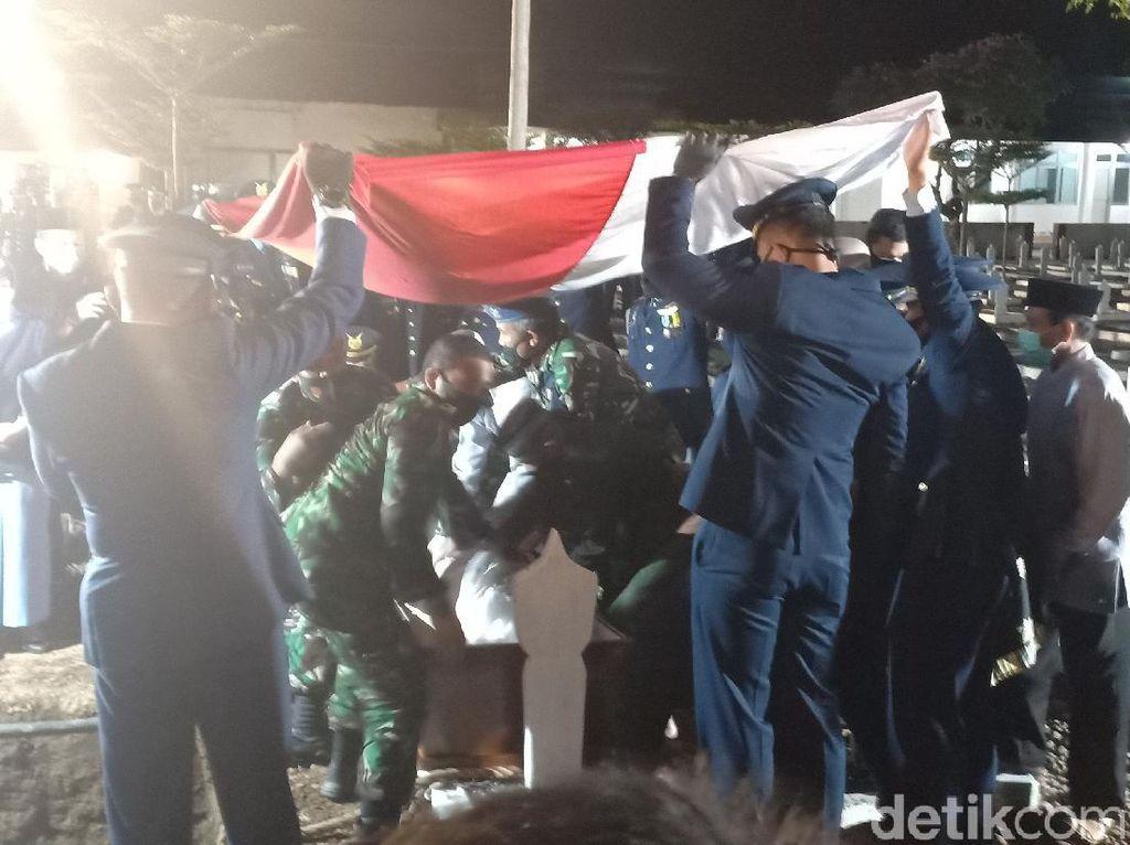 Tangis Iringi Pemakaman Pilot Pesawat Tempur yang Tergelincir di Lanud Iswahjudi