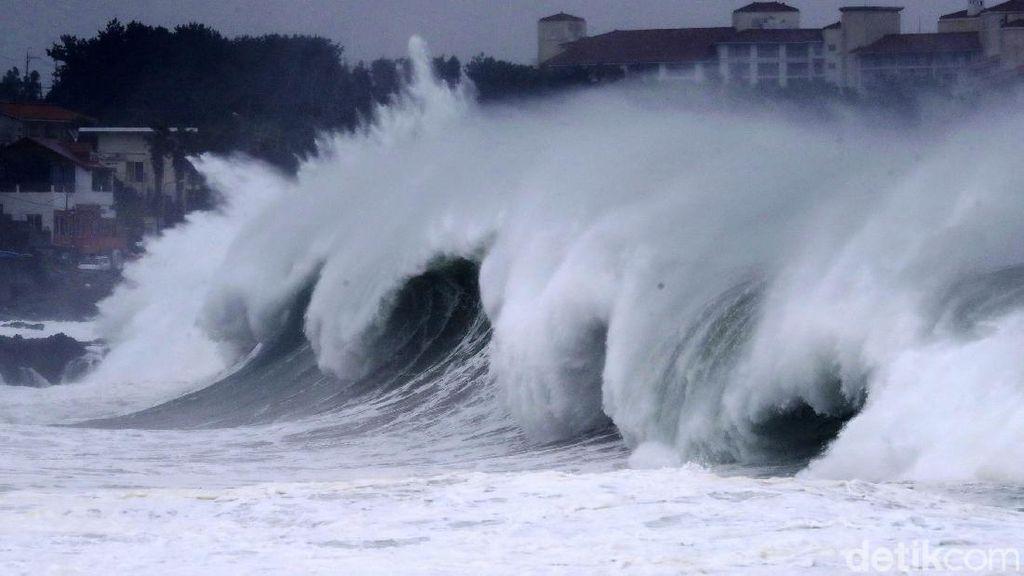 Potret Topan Maysak Terjang Korea Selatan