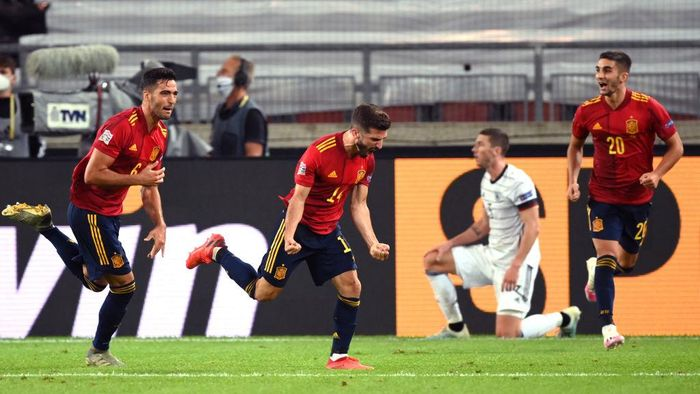 STUTTGART, GERMANY - SEPTEMBER 03: Luis Jose Gaya of Spain celebrates with teammates after scoring his teams first goal during the UEFA Nations League group stage match between Germany and Spain at Mercedes-Benz Arena on September 03, 2020 in Stuttgart, Germany. (Photo by Matthias Hangst/Getty Images)