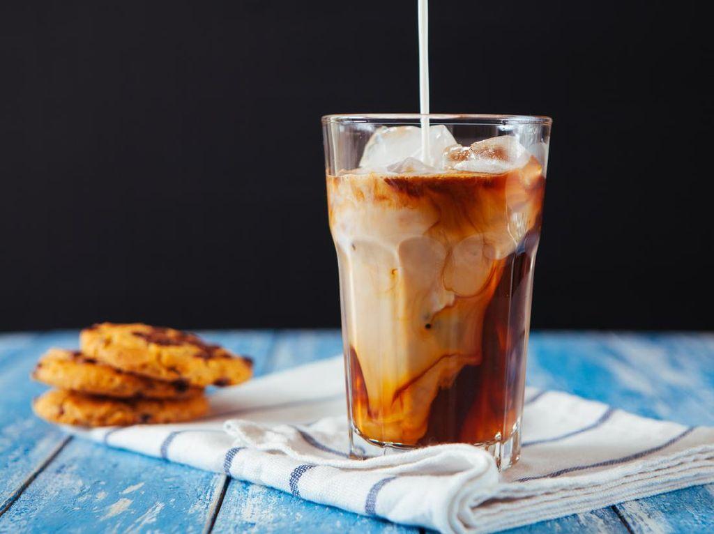 5 Tips Menikmati Es Kopi Susu Kekinian yang Lebih Sehat