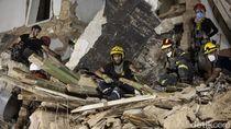Denyut Kehidupan Terdeteksi, Petugas Gali Puing Ledakan Beirut