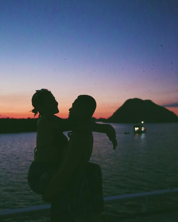 Liburan seru dan romantis Awkarin di Labuan Bajo bareng Sabian Tama