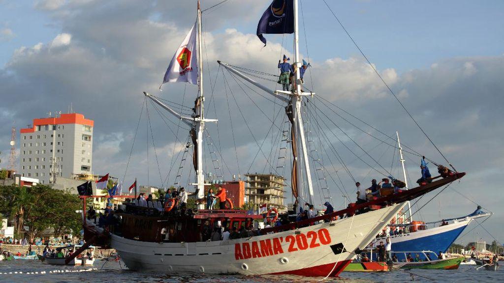 Momen Deklarasi Paslon Wali Kota Makassar di Atas Kapal
