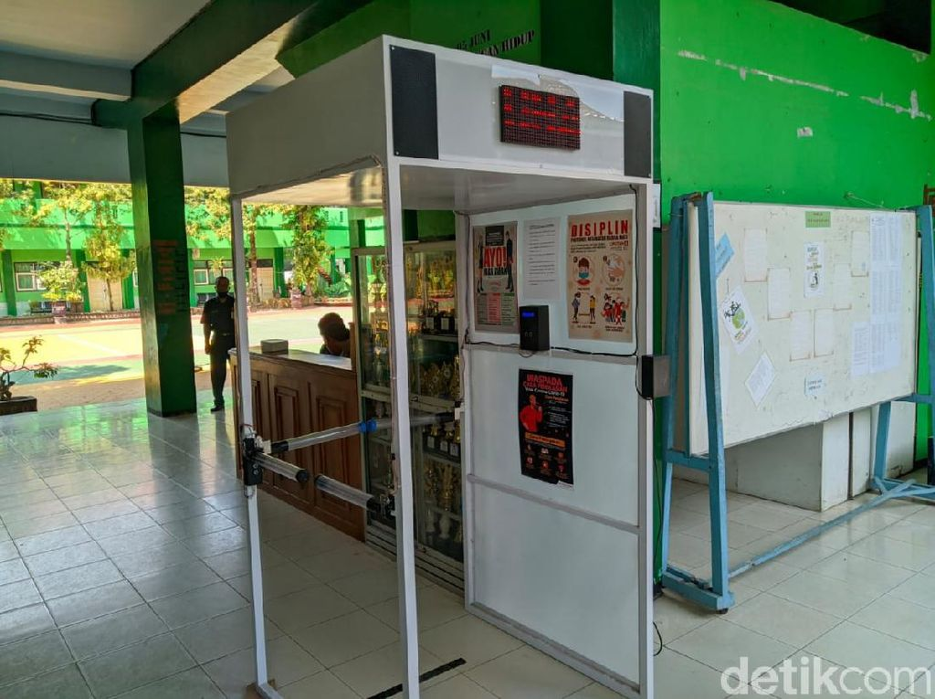 Inovatif, Guru SMP di Ponorogo Ini Bikin Detektor Suhu Badan Otomatis