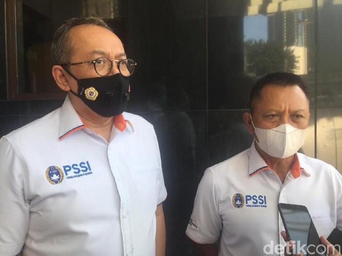 Direktur Utama PT LIB, Akhmad Hadian Lukita (kiri)