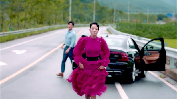 Gaun merah muda yang cantik dan cerah ini dbanderol dengan harga yang cukup mahal