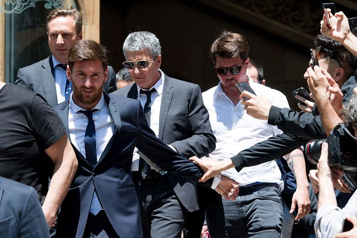 BARCELONA, SPAIN - JUNE 02: Lionel Messi leaves the courthouse followed by his father Jorge Horacio Messi (2nd R) and his brother Rodrigo Messi (R) on June 2, 2016 in Barcelona, Spain. Lionel Messi and his father Jorge Messi, who manages his financial affairs, are accused of defrauding the Spanish Tax Agency of 4.1 million Euros ($4.6 million, £3.2 million) by using companies based in tax havens such as Belize and Uruguay to conceal earnings from image rights during years 2007 to 2009. (Photo by Alex Caparros/Getty Images)