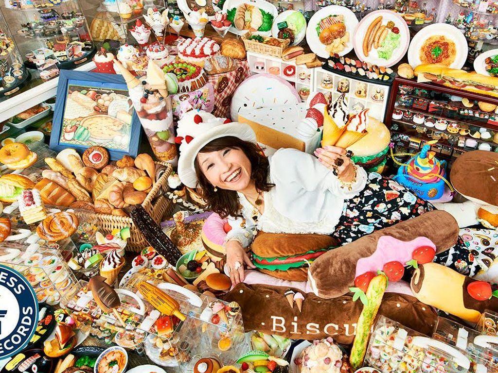 Gokil! Wanita Ini Punya Koleksi Makanan Plastik Terbanyak di Dunia