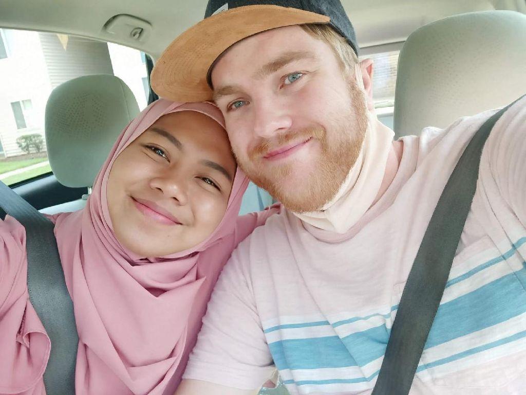 Kisah Bule Amerika Menikahi Wanita Cilacap, Jadi Mualaf karena Baca Al Quran