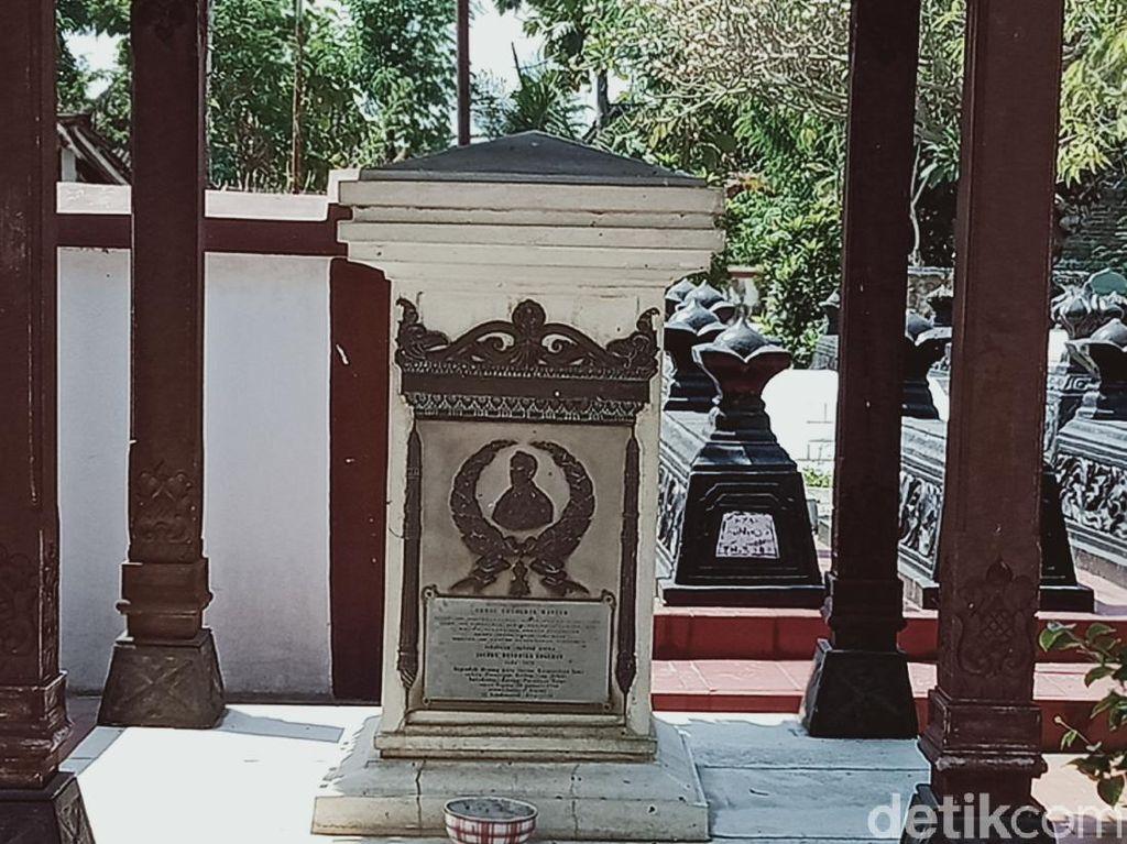 Misteri Makam Belanda di Kompleks Makam Pujangga Ronggowarsito