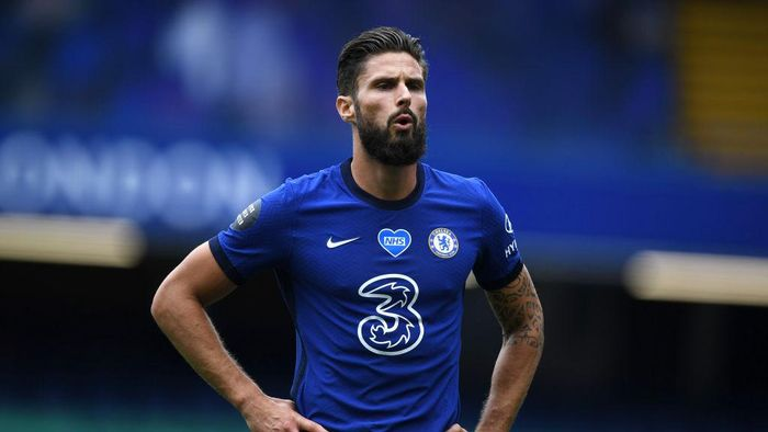 LONDON, ENGLAND - JULY 26: Olivier Giroud of Chelsea looks on during the Premier League match between Chelsea FC and Wolverhampton Wanderers at Stamford Bridge on July 26, 2020 in London, England. Football Stadiums around Europe remain empty due to the Coronavirus Pandemic as Government social distancing laws prohibit fans inside venues resulting in all fixtures being played behind closed doors. (Photo by Daniel Leal-Olivas/Pool via Getty Images)