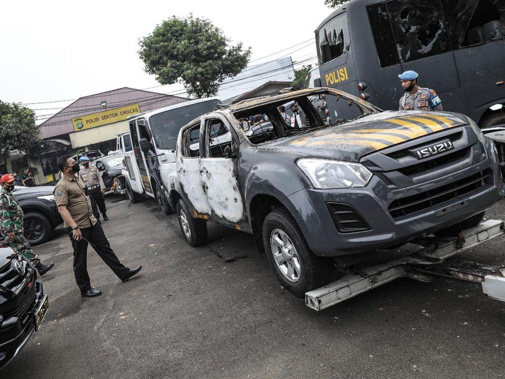 Melihat Lagi Foto Penyerangan Polsek Ciracas yang Dipicu Sebaran Hoax