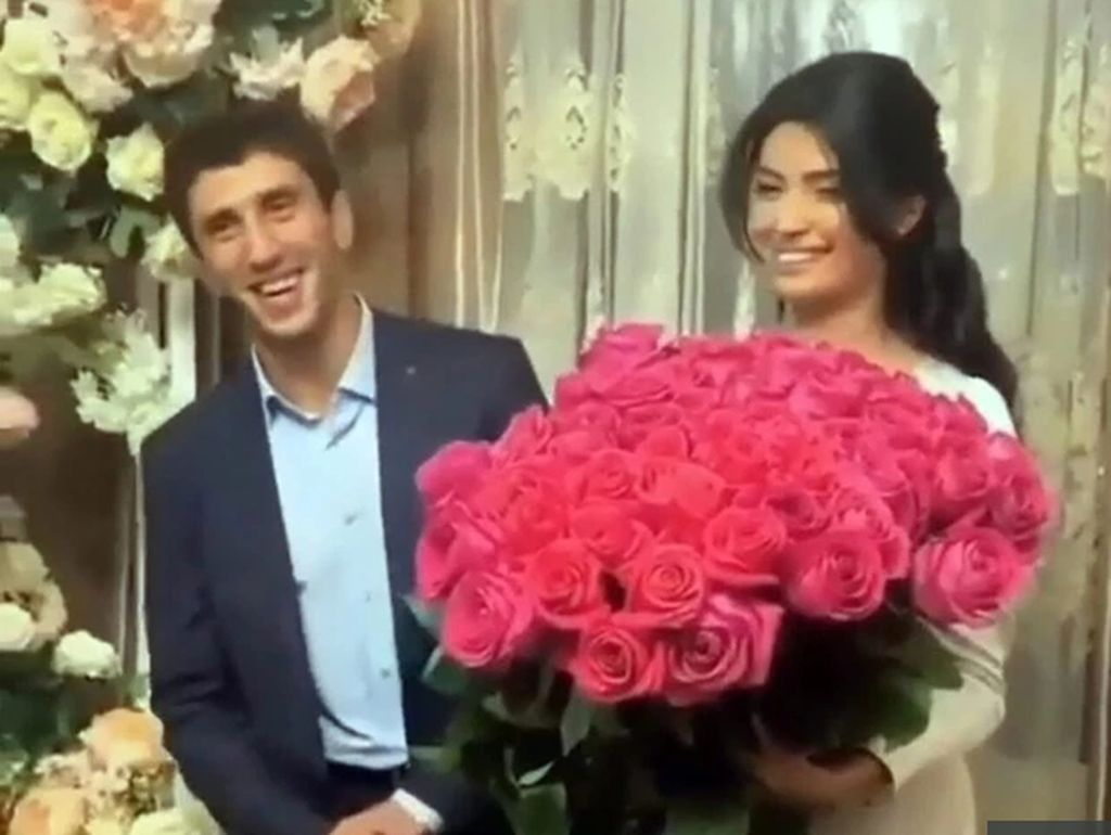 Heboh Pegulat Ngamuk di Hari Pernikahan, Video Hot Istrinya Tersebar ke Tamu