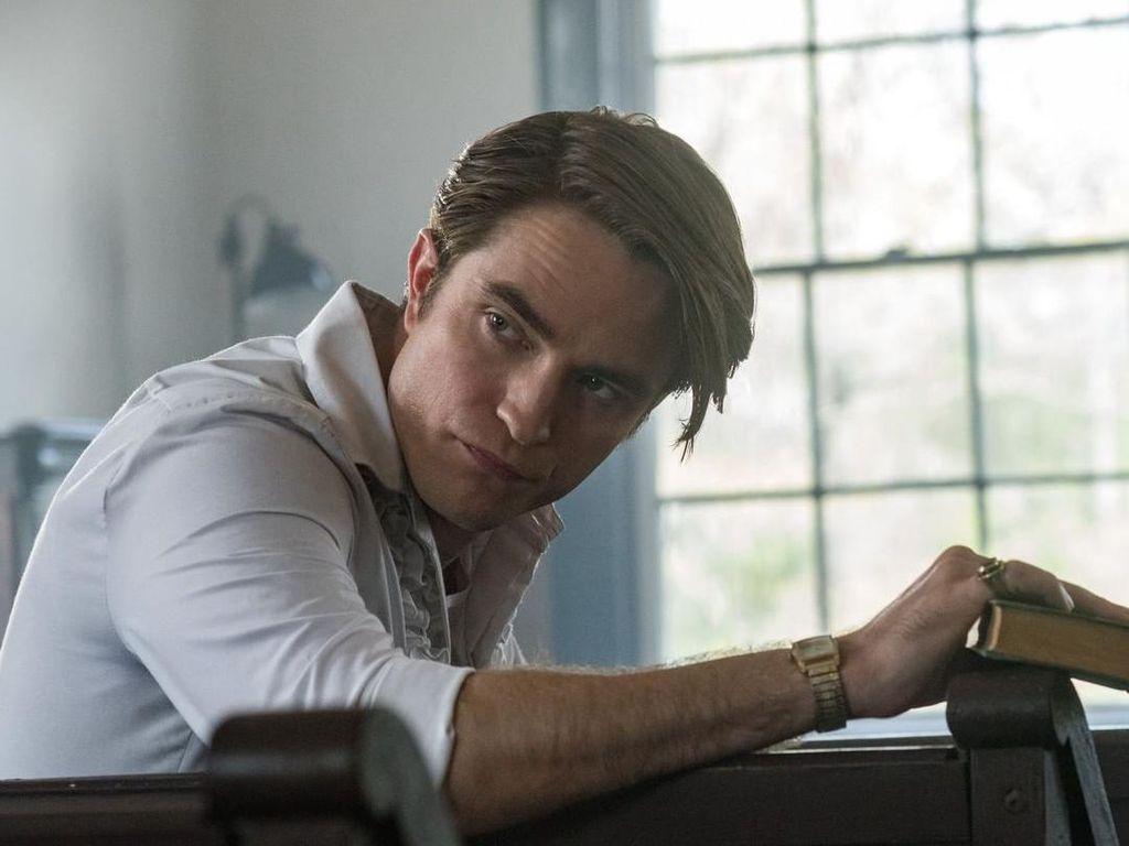 Robert Pattinson Tolak Permintaan Adegan Bercinta dengan Anjing