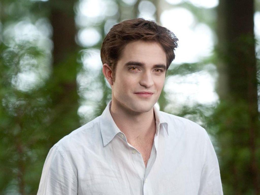 Syuting Batman Dihentikan, Ini Beberapa Pilihan Film Robert Pattinson