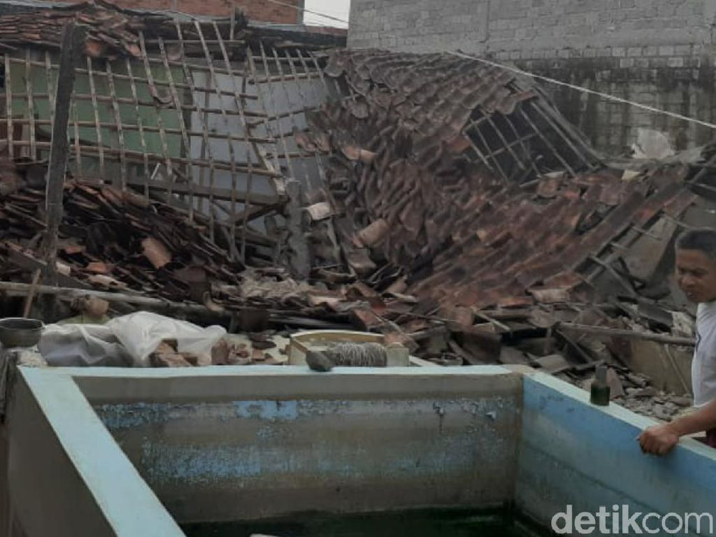 Diguncang Gempa, Rumah Warga di Sukabumi Nyaris Rata dengan Tanah