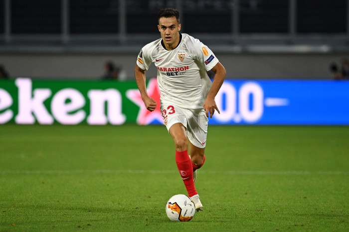 DUISBURG, GERMANY - AUGUST 11: Sergio Reguilon of Sevilla runs with the ball during the UEFA Europa League Quarter Final between Wolves and Sevilla at MSV Arena on August 11, 2020 in Duisburg, Germany. (Photo by Ina Fassbender/Pool via Getty Images)