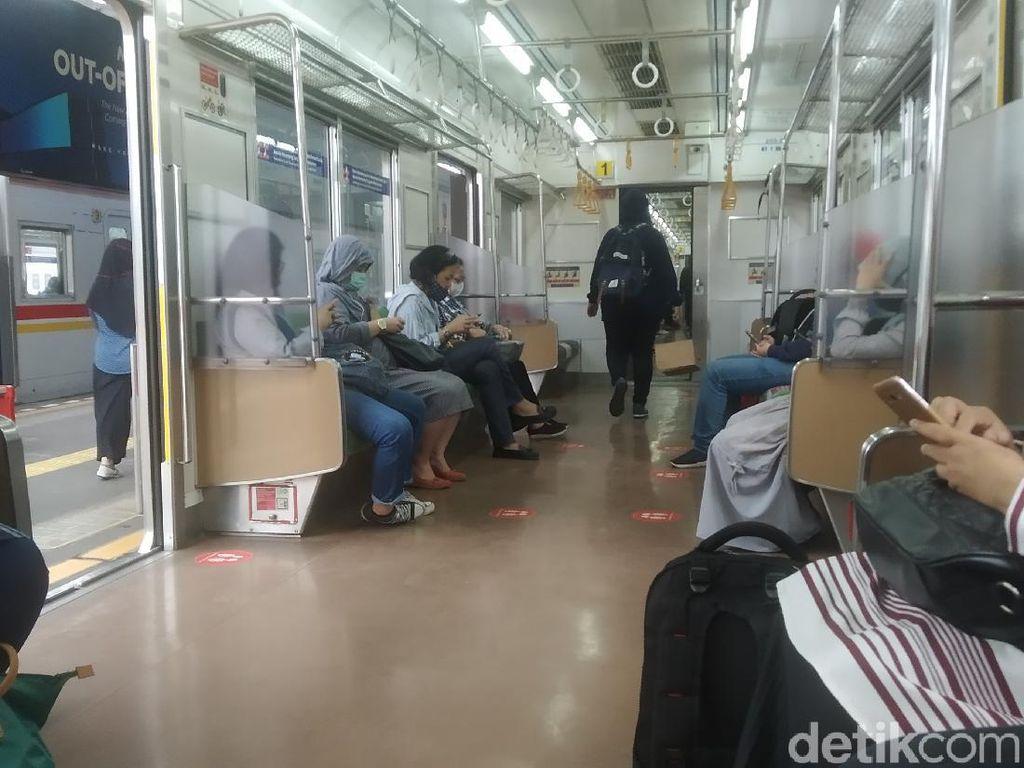 Kerumunan di KRL Disoroti Satgas COVID, Begini Situasi KRL Bogor-Cawang Pagi Ini