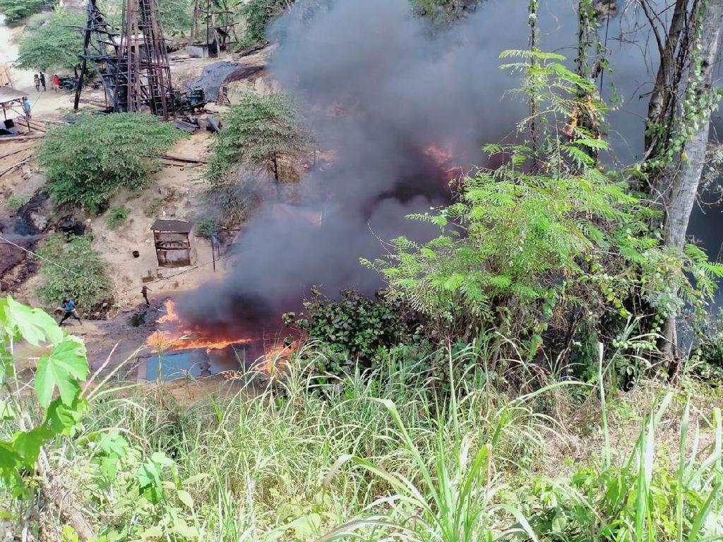 Sumur Minyak di Bojonegoro Terbakar