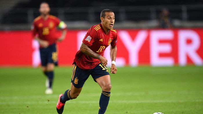 STUTTGART, GERMANY - SEPTEMBER 03: Thiago Alcantara of Spain runs with the ball during the UEFA Nations League group stage match between Germany and Spain at Mercedes-Benz Arena on September 03, 2020 in Stuttgart, Germany. (Photo by Matthias Hangst/Getty Images)