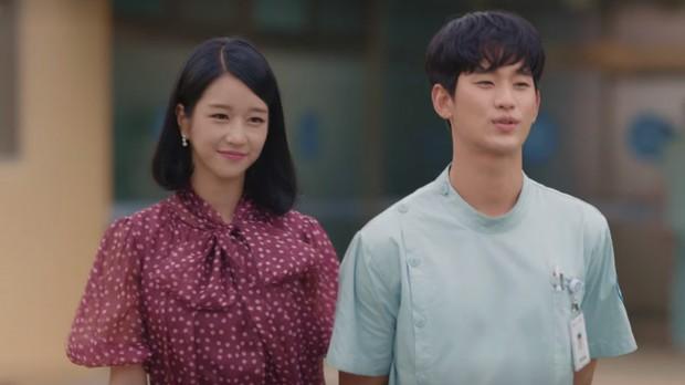 Seo Ye Ji terlihat memukau dalam balutan gaun polkadot yang menyenangkan
