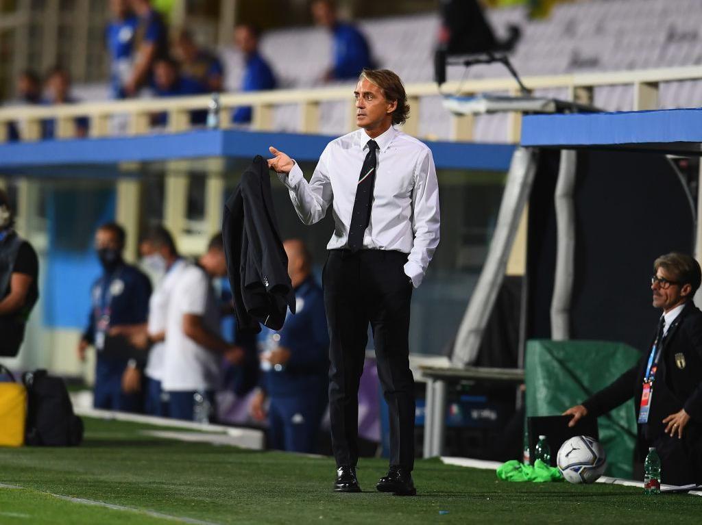 Duh, Mancini Salah Pasang Line Up Italia Gegara Tak Pakai Kacamata