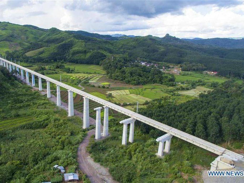Video China Bangun Jalur Kereta Super Cepat Rel Ganda