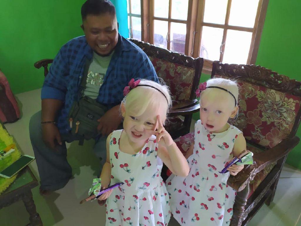 Bikin Kesengsem! 2 Bocah Kembar Bule Cantik Asal Wonogiri