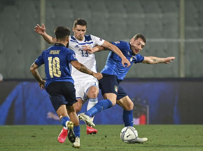 Bosnia Herzegovinas Gojko Cimirot, left, and Italys Andrea Belotti vie for the ball during the UEFA Nations League soccer match between Italy and Bosnia Herzegovina, at the Artemio Franchi Stadium in Florence, Italy, Friday, Sept. 4, 2020. (Massimo Paolone/LaPresse via AP)