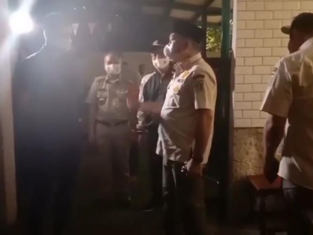Video Kasatpol DKI Ngamuk Pergoki Kedai Kopi Kembali Beroperasi