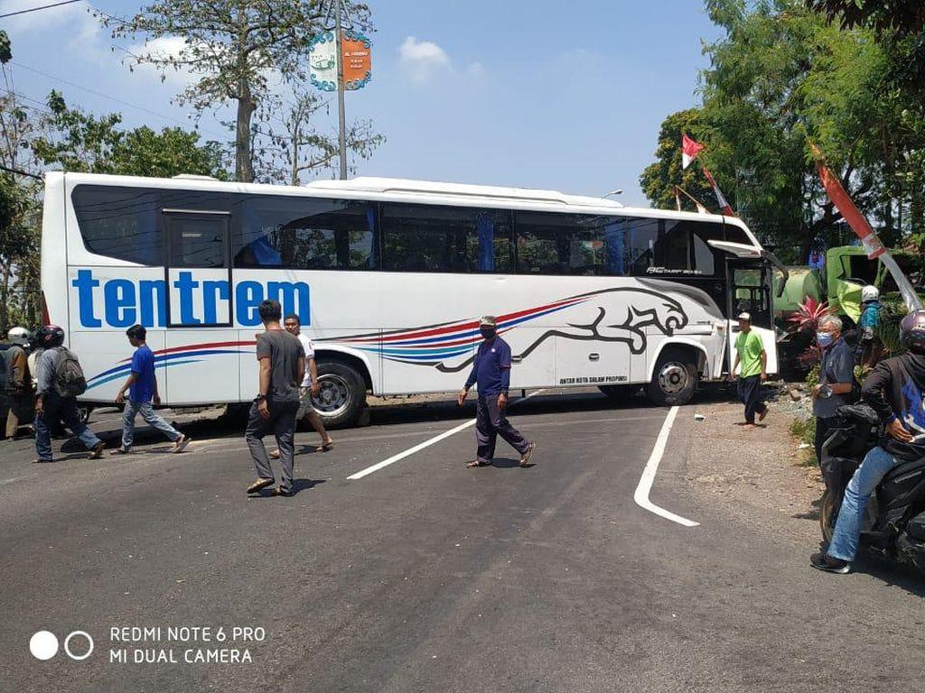 Kecelakaan Karambol Gegara Bus Rem Blong di Malang, Satu Orang Tewas