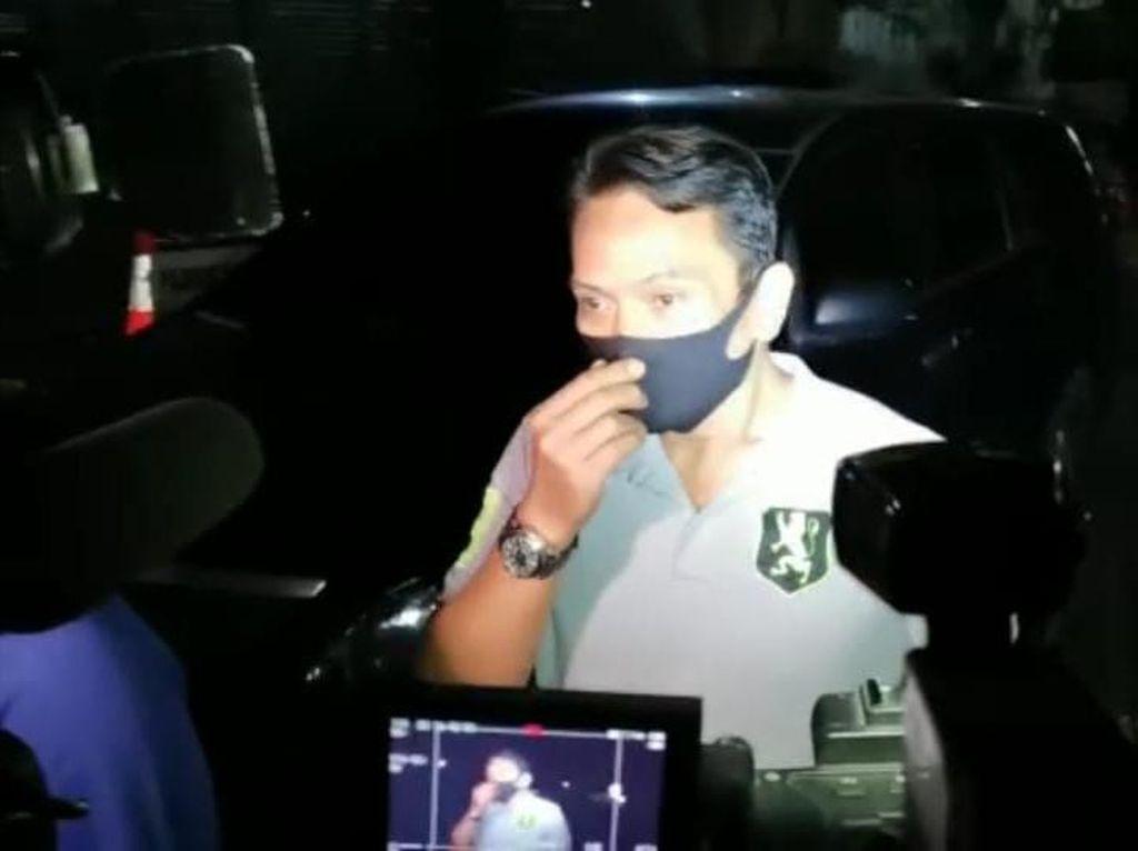 Keluarga Jenguk Reza Artamevia yang Diamankan di Polda Metro Jaya