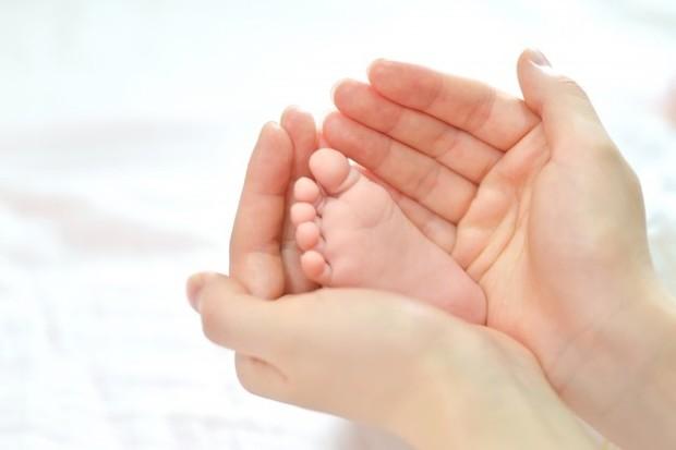 Dokter atau bidan biasanya akan berbicara denganmu tentang pilihan kontrasepsi pada pemeriksaan di minggu keenam untuk ibu dan bayi.