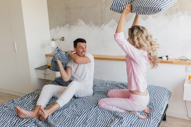 Mengenal satu sama lain lebih dalam akan membuatmu saling percaya. Ini akan membuat hubungan kalian dalam rumah tangga menjadi lebih harmonis dengan adanya rasa aman dan nyaman.