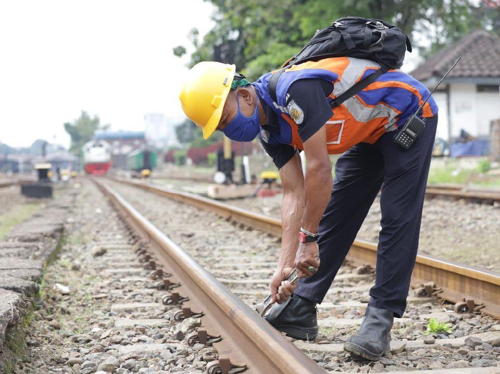Mau Jadi Petugas Pemeriksa Jalur Kereta? Begini Pekerjannya