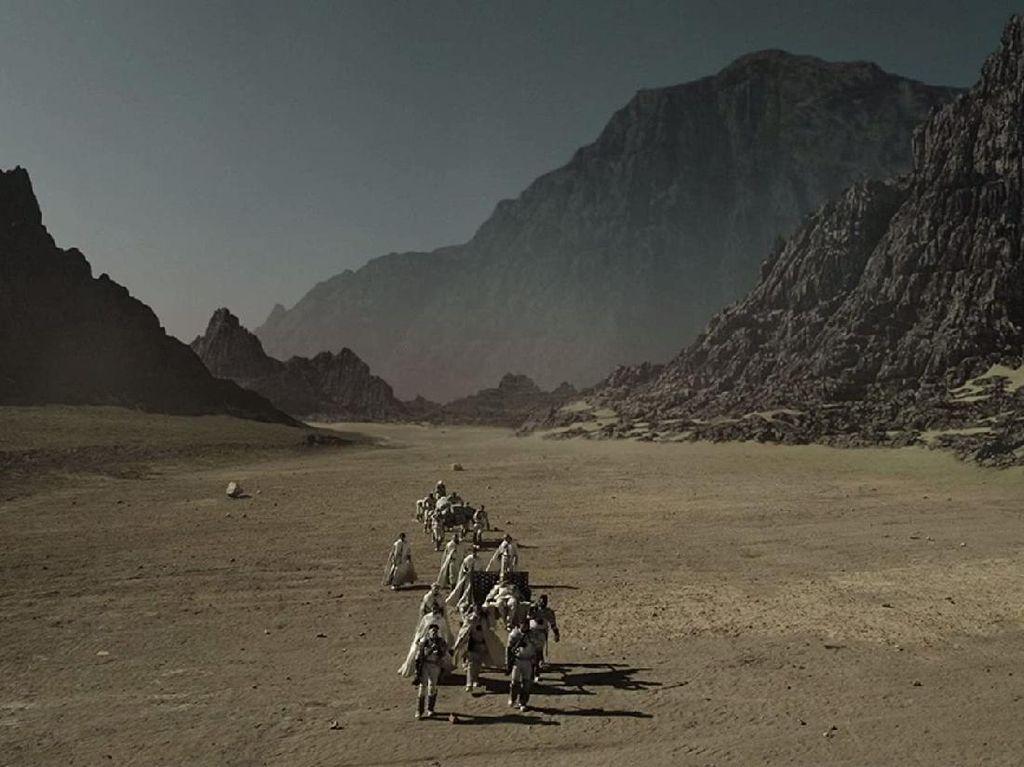 Menemukan Lokasi Planet Asing di Serial Raised by Wolves