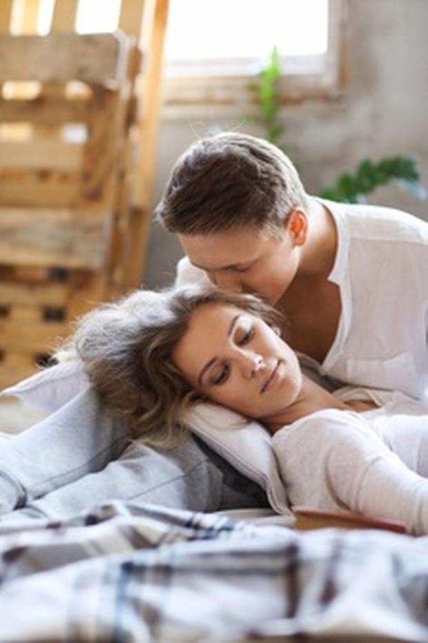 Perselingkuhan, kebohongan, atau ingkar janji dapat menjadi perusak kepercayaan antara suami dan istri.