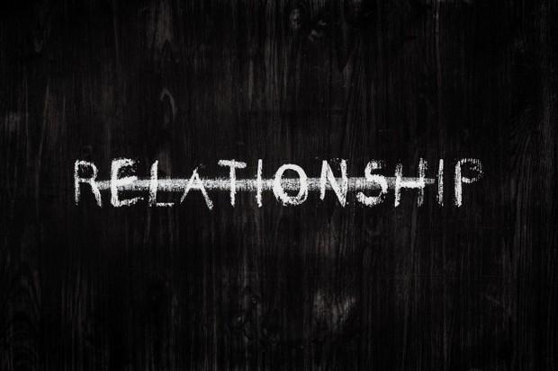 Menjalani hubungan yang toxic berarti berada dalam kehidupan yang tidak tenang dan bahagia sepanjang waktu.