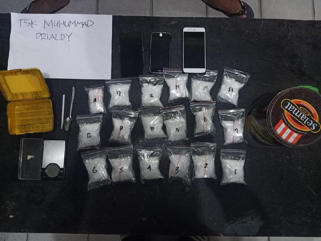 Ratusan Gram Sabu Ditemukan di Kamar Kos, Dua Pengedar Diciduk