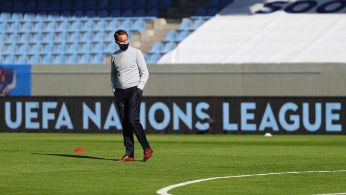 REYKJAVIK, ICELAND - SEPTEMBER 05: Gareth Southgate, Manager of England takes a look around the stadium prior to the UEFA Nations League group stage match between Iceland and England at Laugardalsvollur National Stadium on September 05, 2020 in Reykjavik, Iceland. (Photo by Haflidi Breidfjord/Getty Images)