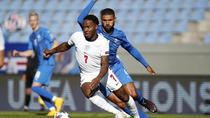Englands Raheem Sterling in action during the UEFA Nations League soccer match between Iceland and England in Reykjavik, Iceland, Saturday, Sept. 5, 2020. (AP Photo/Brynjar Gunnarson)