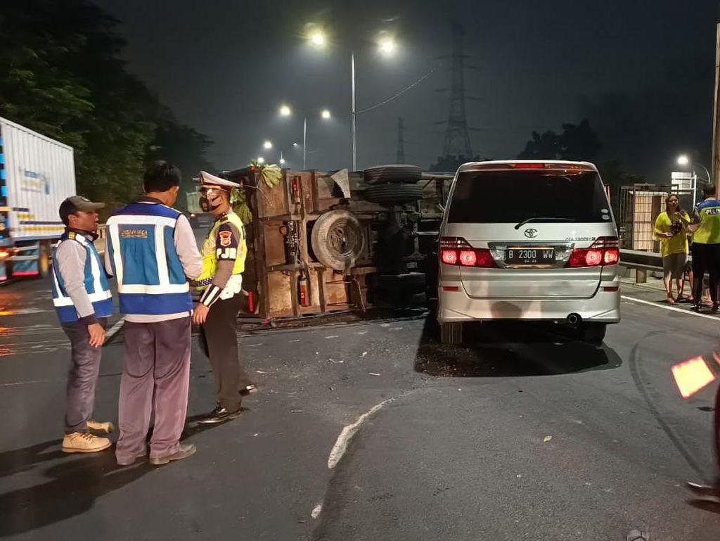 Polisi Periksa Saksi dan Olah TKP Tabrakan Beruntun di Km 51 Tol JORR