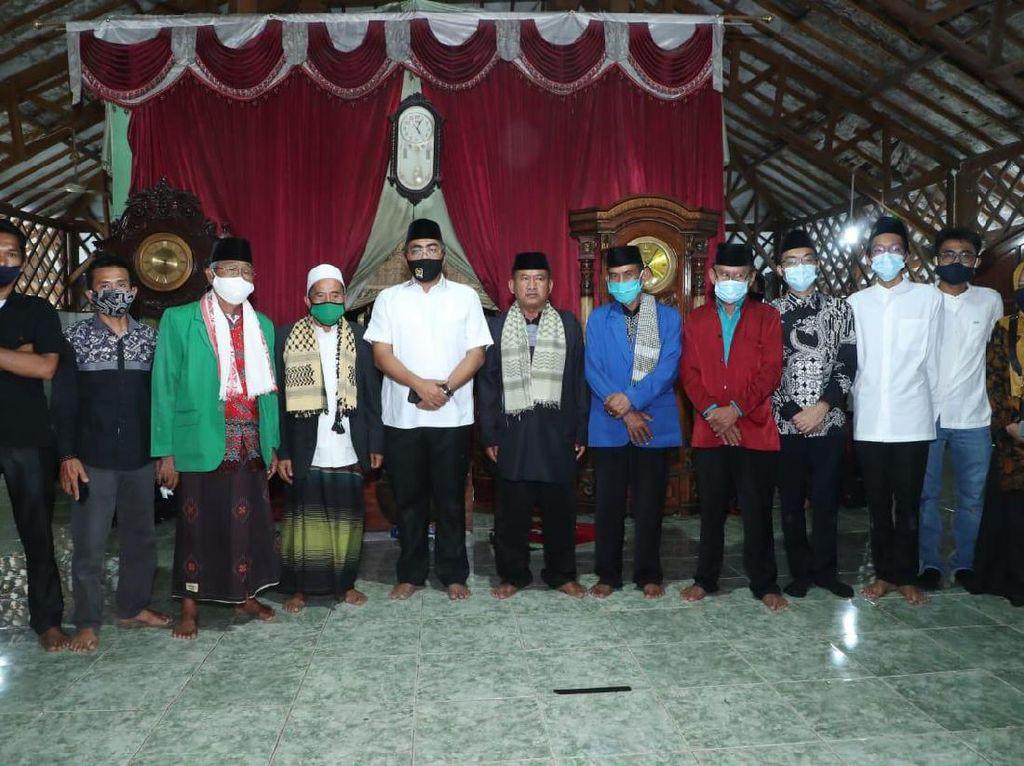 Ziarah ke Makam Para Wali, Waket MPR Doakan Keselamatan Indonesia